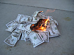 130743991047416316952_money_burning